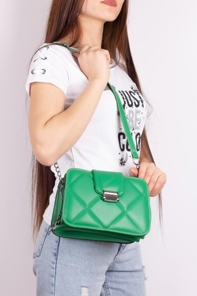 حقيبة مبطنة خضراء مفصلة بسلسلة نسائية