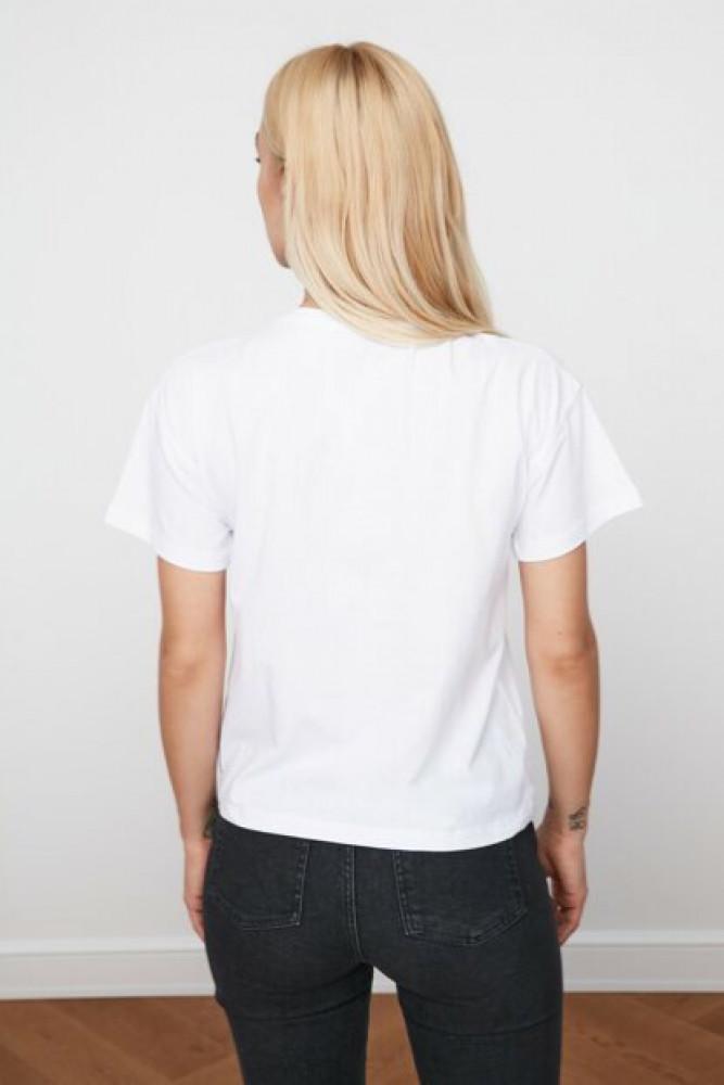 تي شيرت أبيض بطبعة نسائي