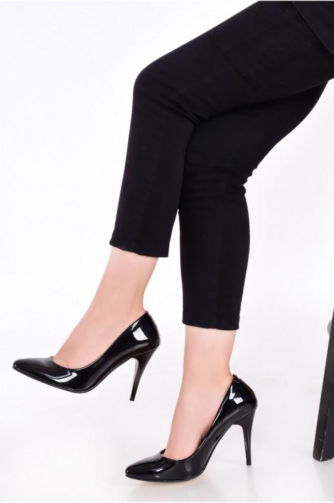 حذاء ستيليتو جلد لامع أسود نسائي