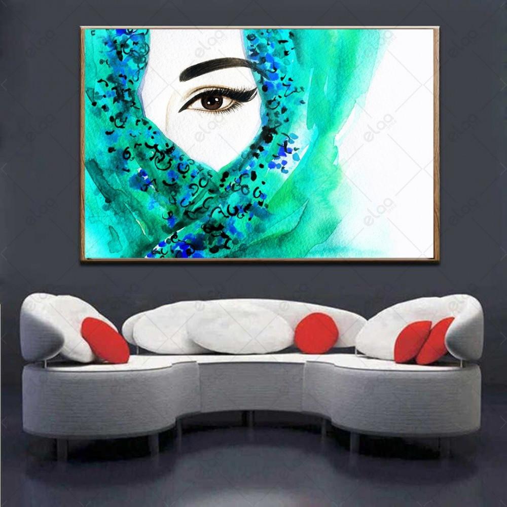 لوحة فنية امراة محجبة بشال اخضر وخلفية باللون الابيض