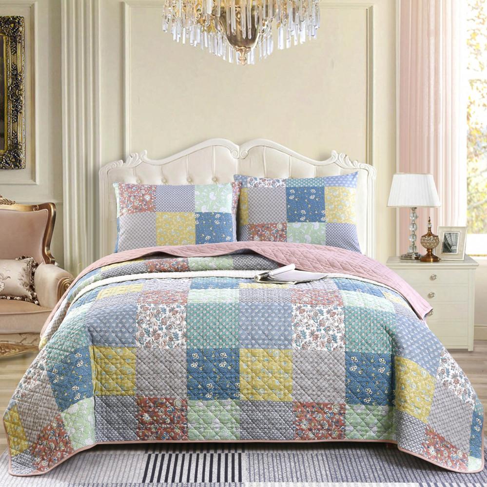 غطاء سرير لون وردي يجمع بين التصميم الكلاسيكي مع الحديث بنعومة قطنية