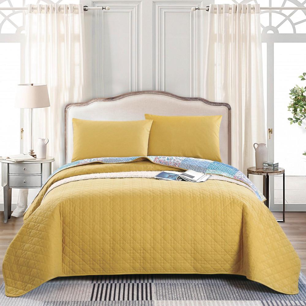 غطاء سرير لون أصفر يجمع بين التصميم الكلاسيكي مع الحديث بنعومة قطنية