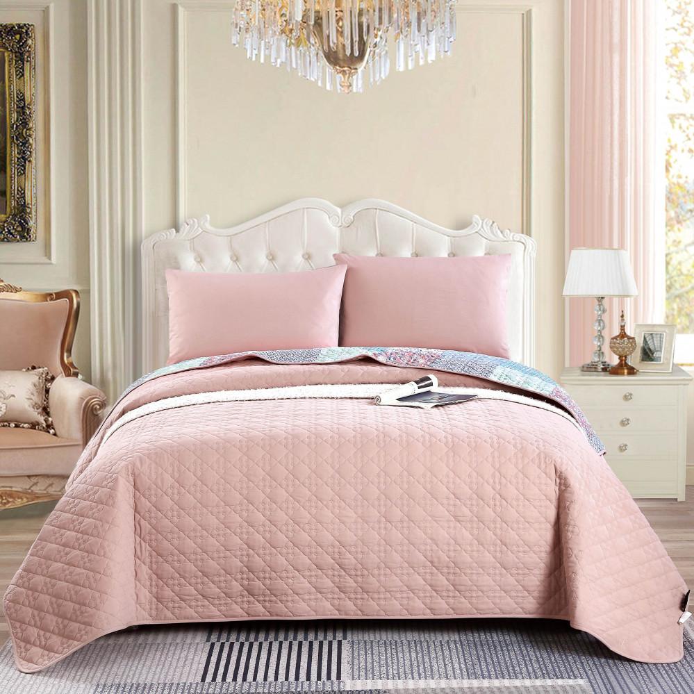 غطاء سرير لون وردي يجمع بين التصميم الكلاسيكي مقاس نفر