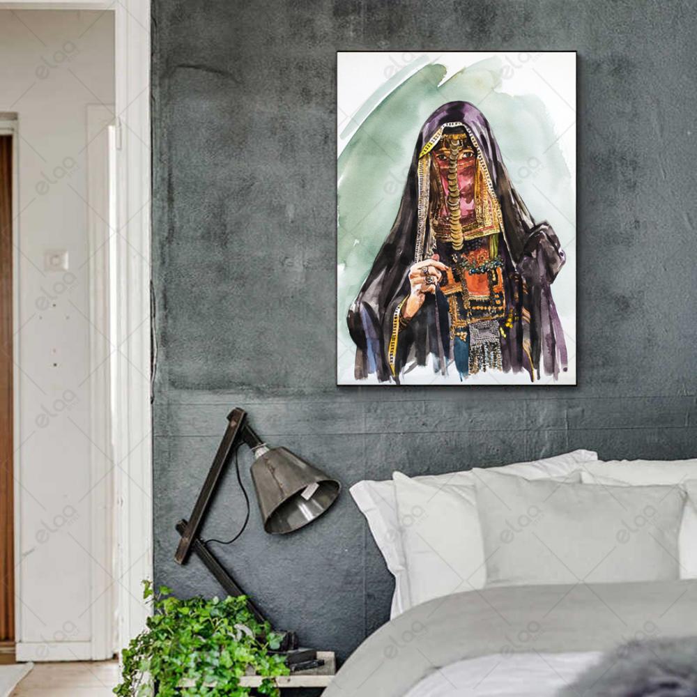 لوحة فنية تجريدية لامراة بدوية باللباس البدوي القديم