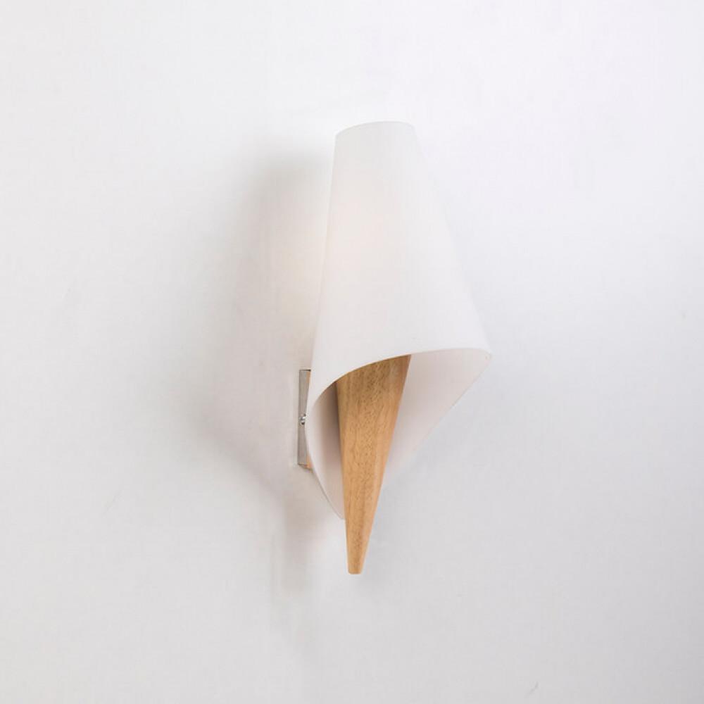 اضاءة حائط من الخشب مفرد بشكل قمع - فانوس
