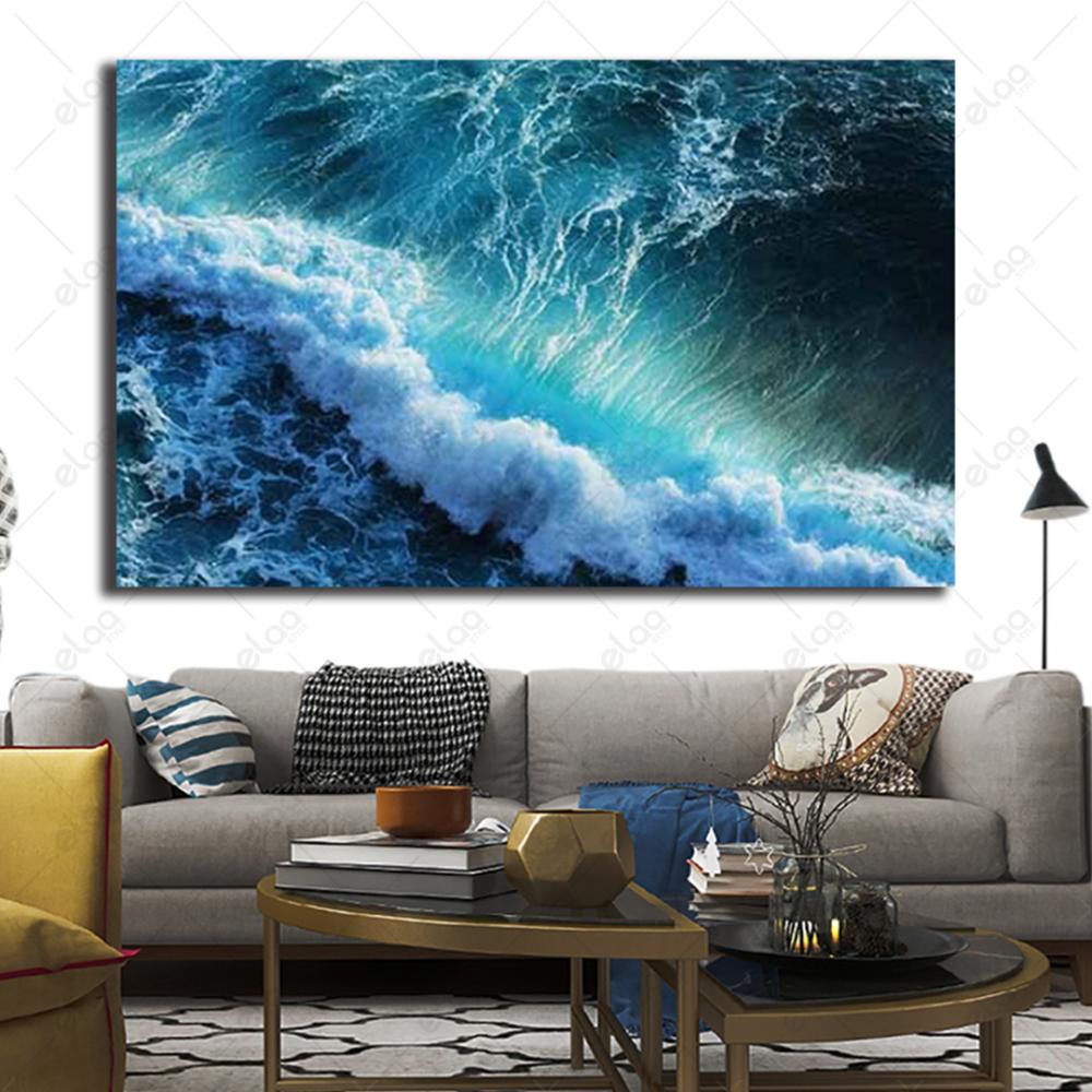 لوحة فنية منظر طبيعي لأمواج بحر عالية بدرجات اللون المحيطي والأبيض