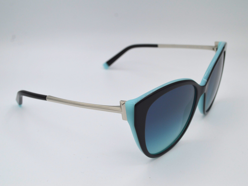 تيفانى اند كو TIFFANY CO نظارة شمسية نسائية لون العدسة اسود مدرج