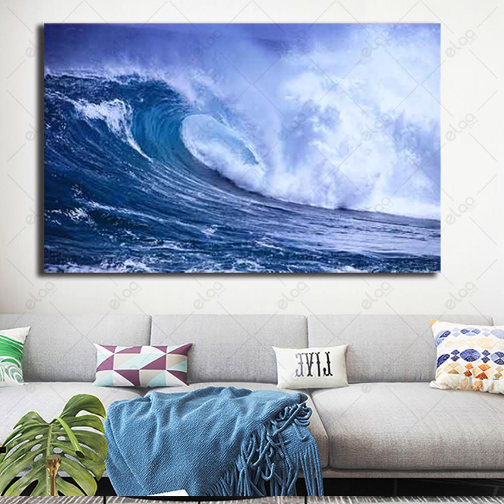 لوحة فنية منظر طبيعي لأمواج بحر عالية بدرجات اللون الأزرق والأبيض