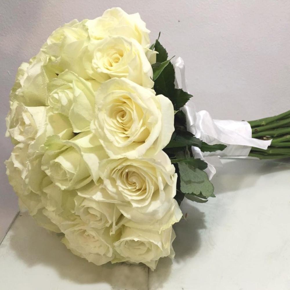 مسكة عروس باللون الأبيض