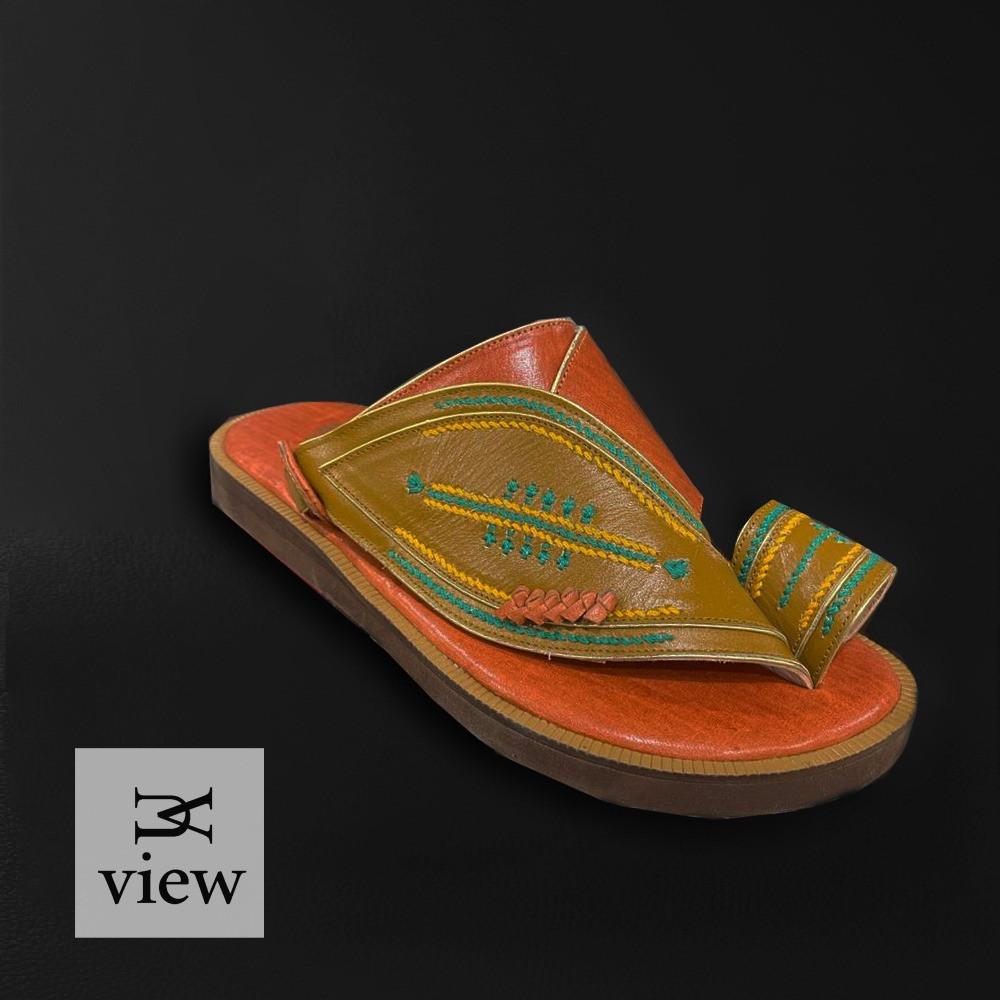 حذاء شرقي زيتي مطرز V523