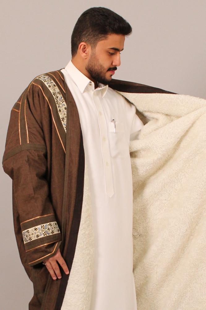 فروة قماش مارينا حساوي لون عودي بشرائط مزخرفة بنقوش عربية