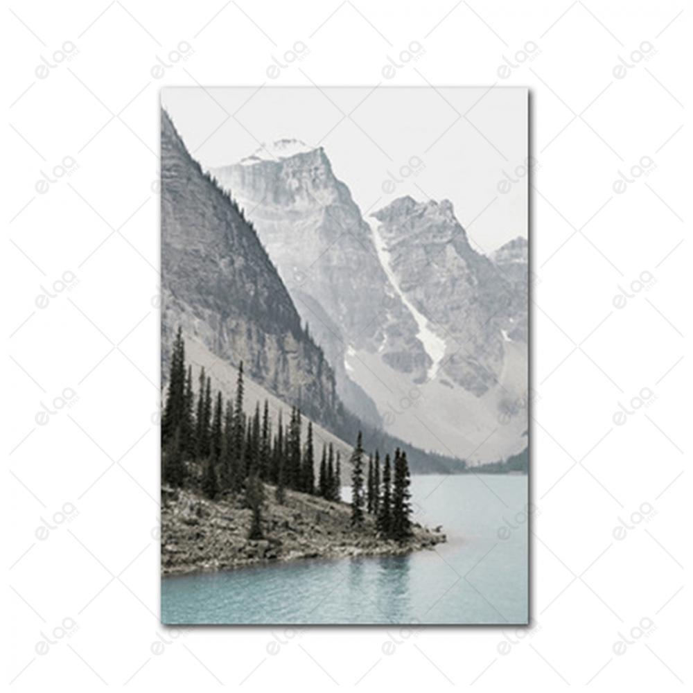 لوحة فنية منظر طبيعي لبحر وجبال وأشجار