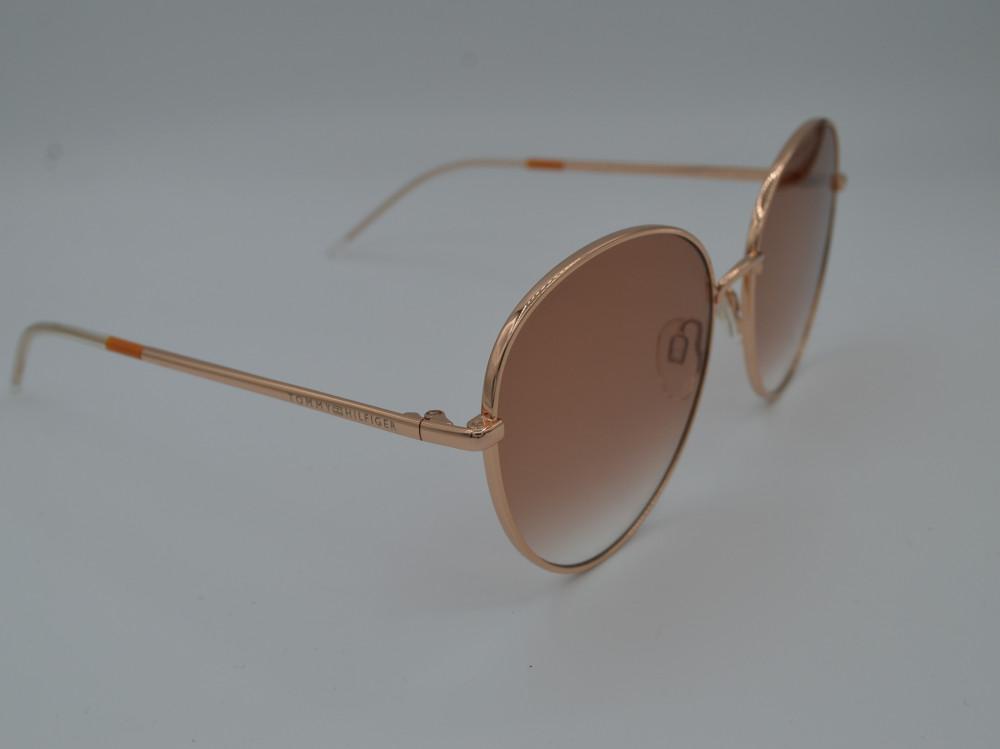 تومى هيلفيغر TOMMY HILFIGER نظارة شمسية نسائية لون العدسة بني مدرج