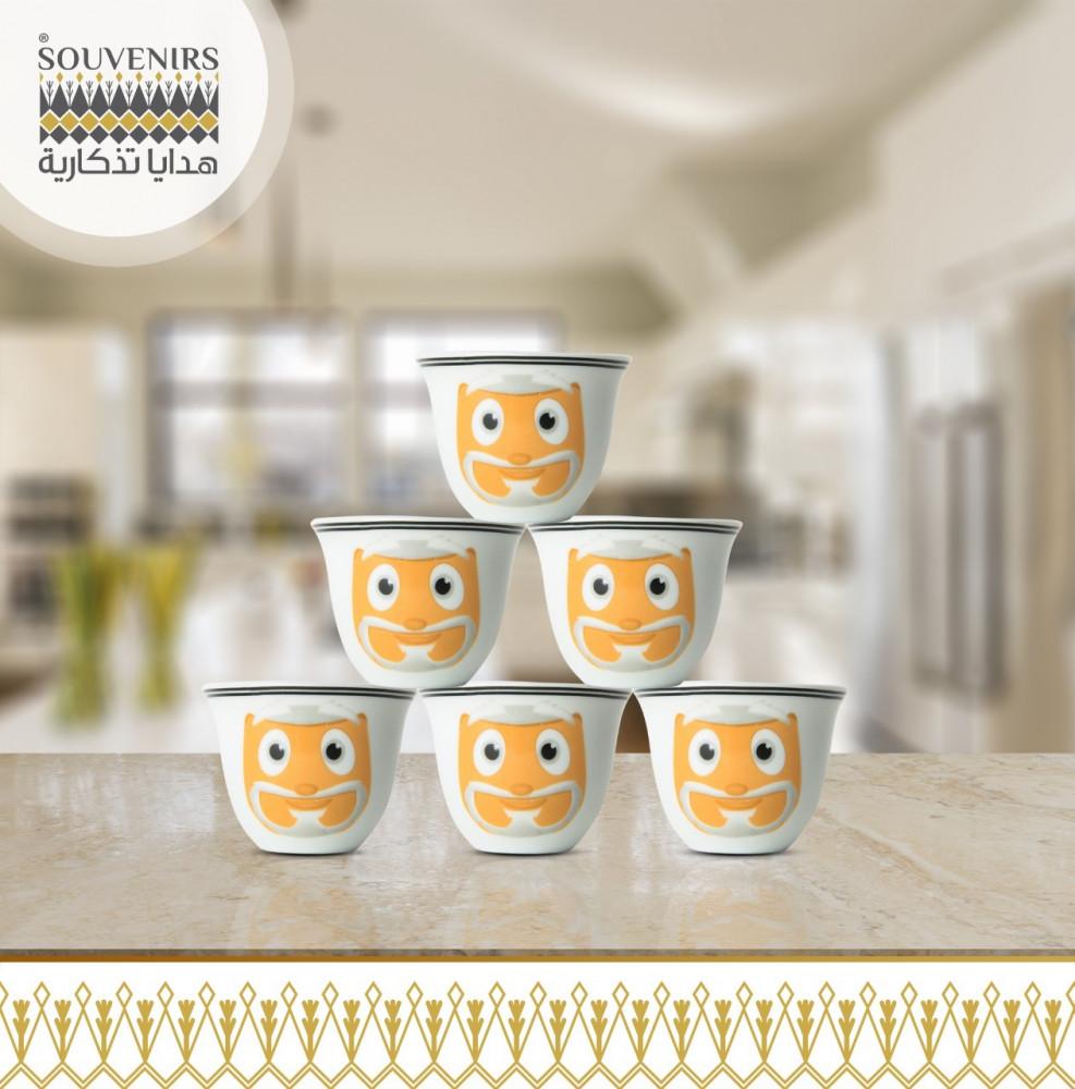 فنجال قهوة عربي برسم شخصيات