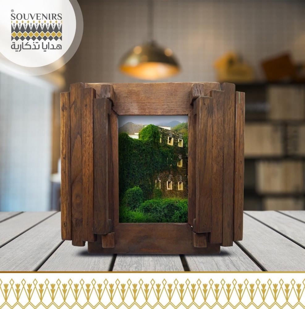 إطار صور خشبي