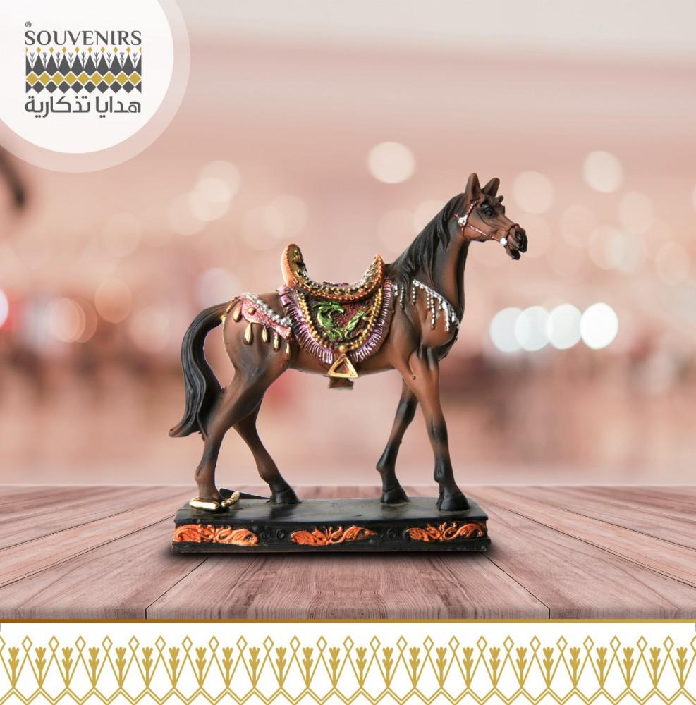 حصان فخار ملون صغير