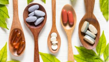 الفيتامينات والمكملات الغذائية