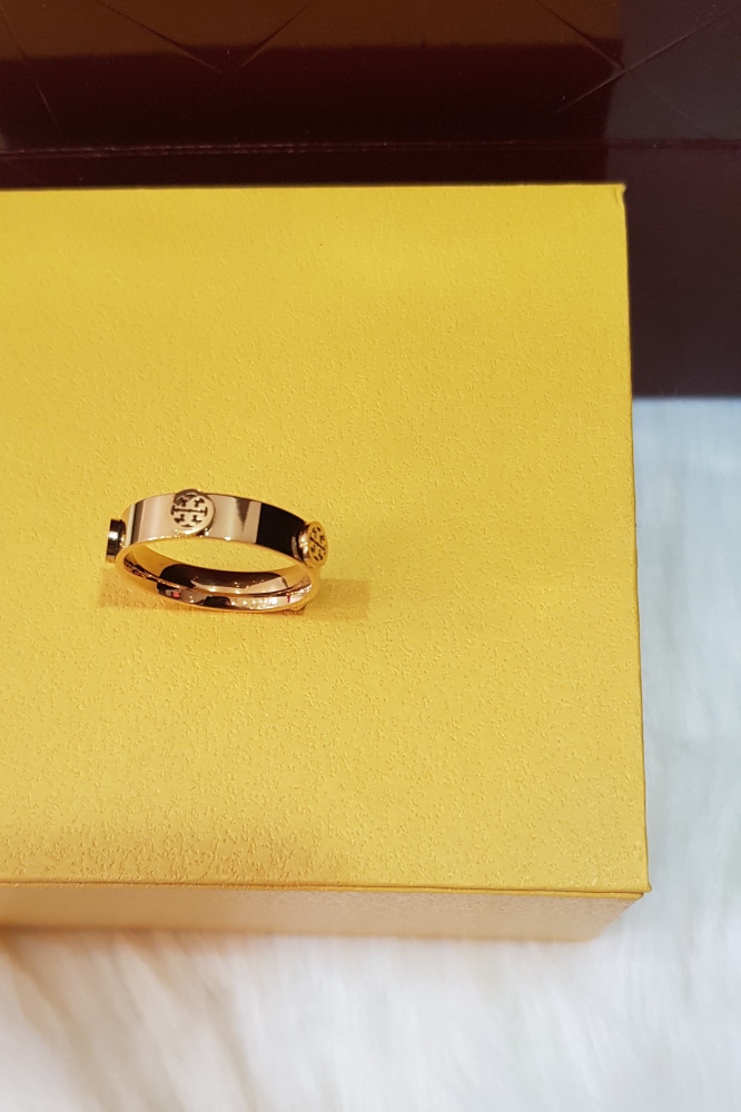 خاتم ماركة توري بورش ذهبي نسائي