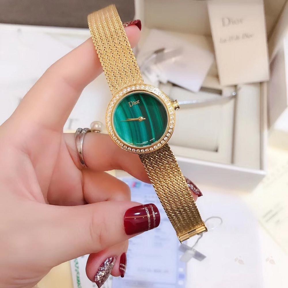 ساعة ديور  الجديدة خضراء