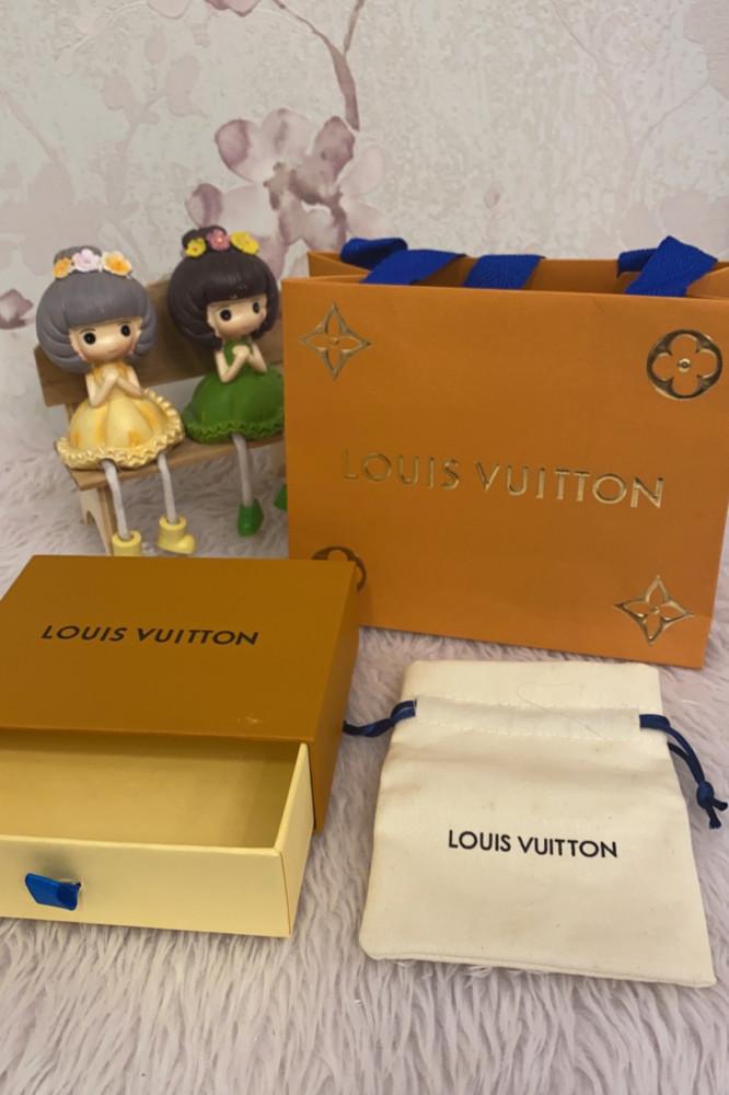 ملحقات لويس فيتون كيس و علبة