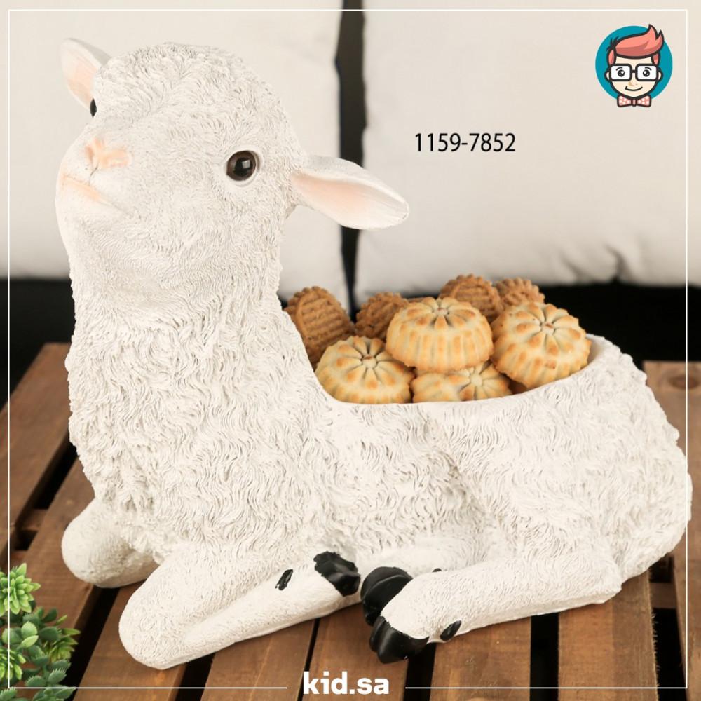 خروف العيد على ظهره صحن حلويات للضيافة