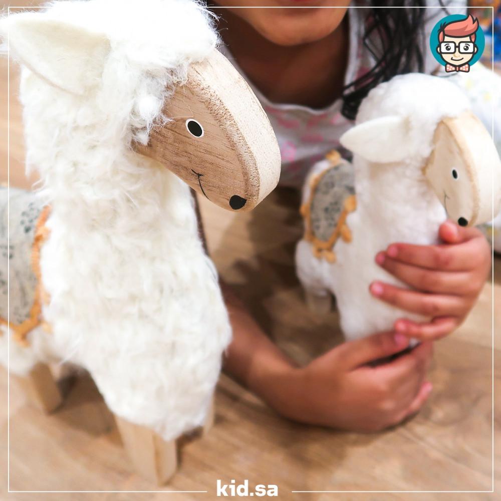 خروف العيد مصنوع من الخشب