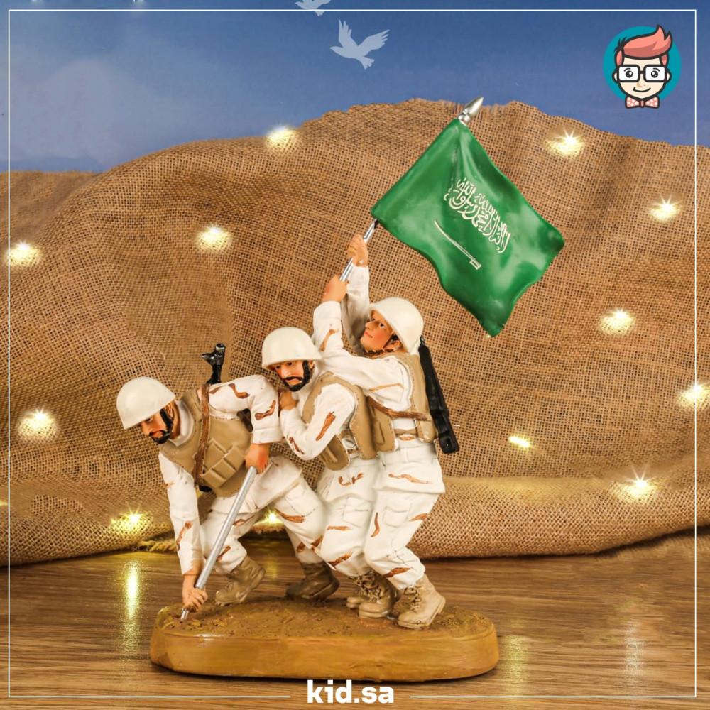 تحف جنود الحد الجنوبي يغرسو العلم السعودي
