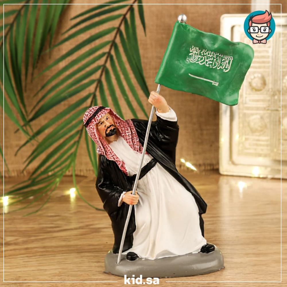تحفة رجل يغرس العلم السعودي في الارض لابس بشت مشلح تراثية