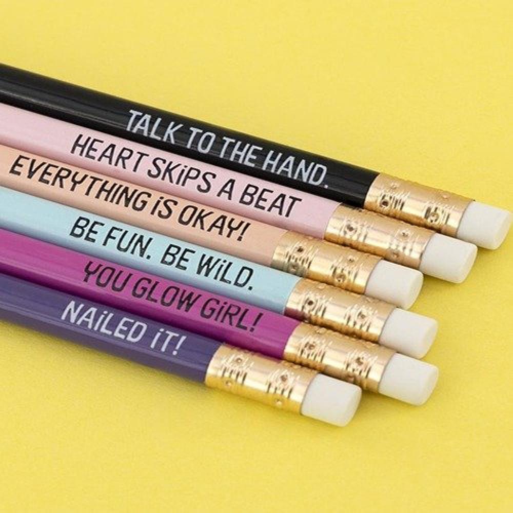 أقلام رصاص ملونة وبعبارات مميزة