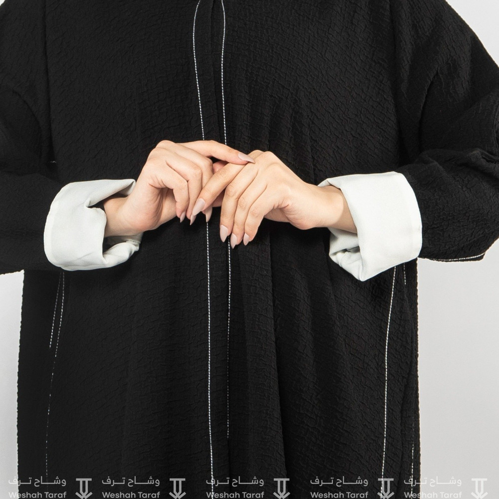 عباية قماش شاكيرا سادة بخطوط بيضاء