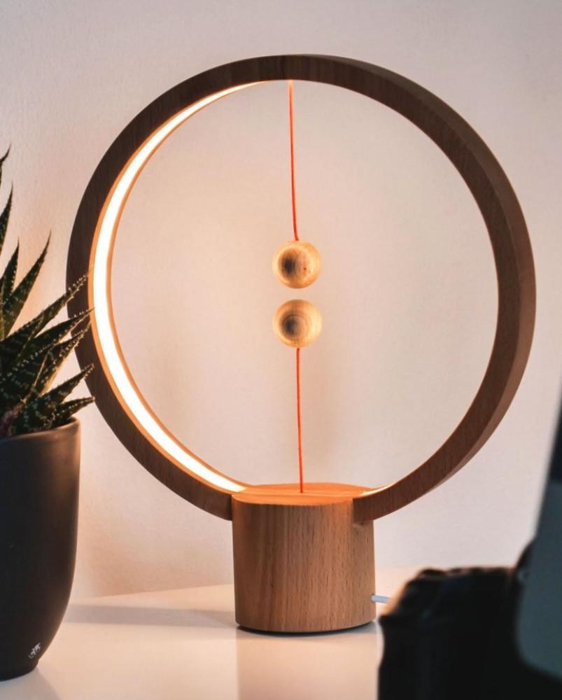 مصباح توازن ذكي خشبي دائري الشكل