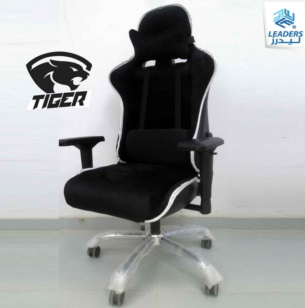 710-كرسي قيمنق تايجر مخمل أسود بخط أبيض