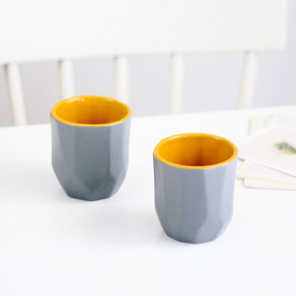 كوب فلات وايت كوب شكل هندسي أكواب قهوة مختصة كوب رمادي أصفر متجر قهوة
