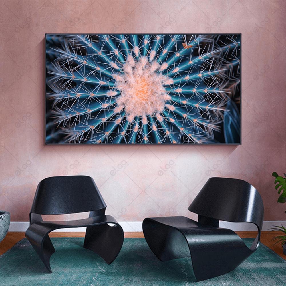 لوحة منظر طبيعي مكبر لنبتة الصبار باللون الازرق والوردي