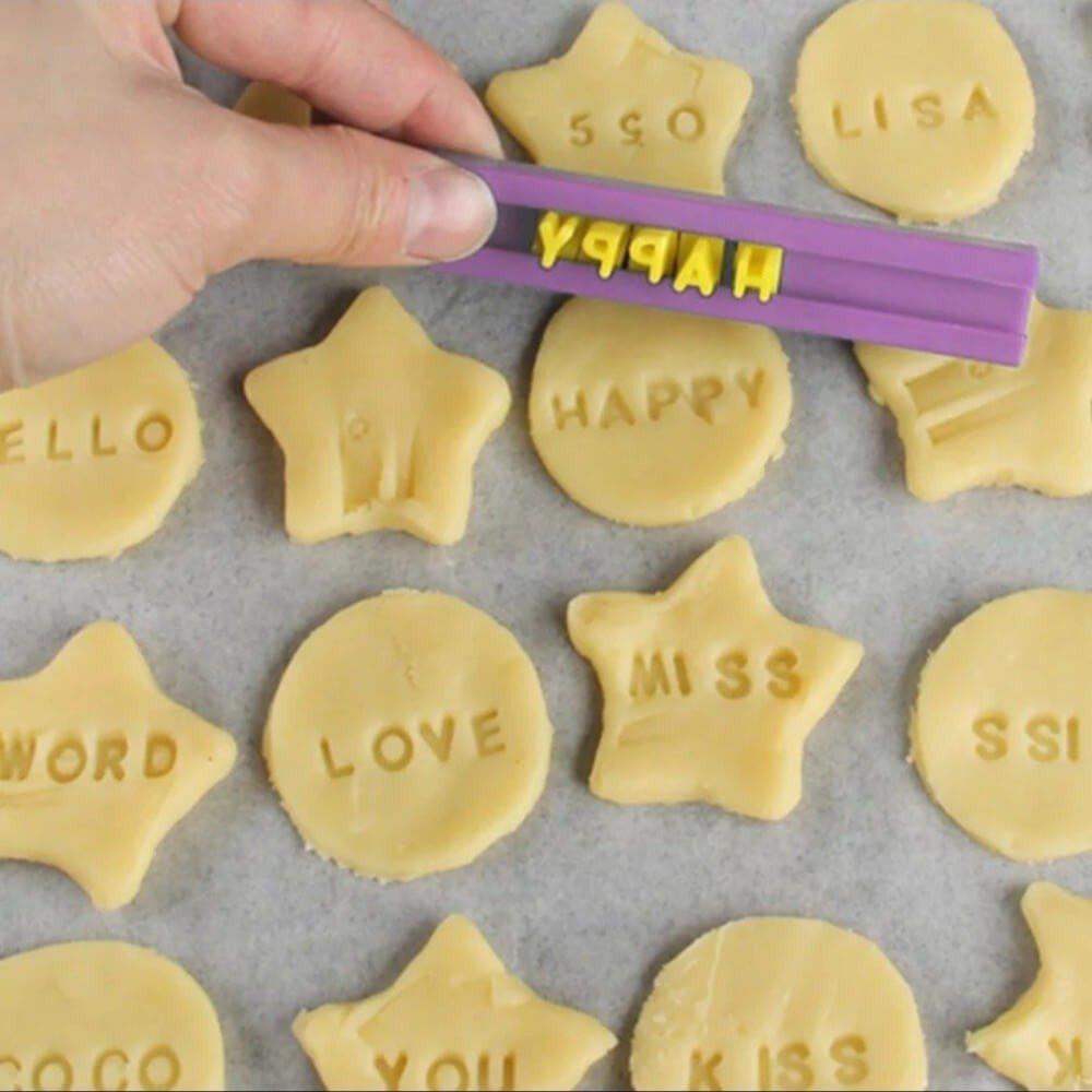 اداة الكتابة على الكيك والحلويات