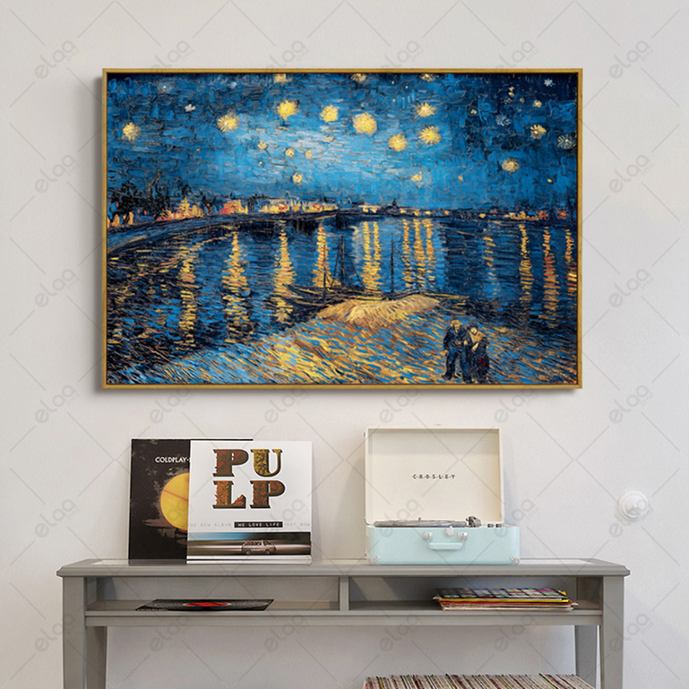 لوحة فن تجريدي لأضواء المدينة والبحر بدرجات اللون الازرق والاضائة الصف