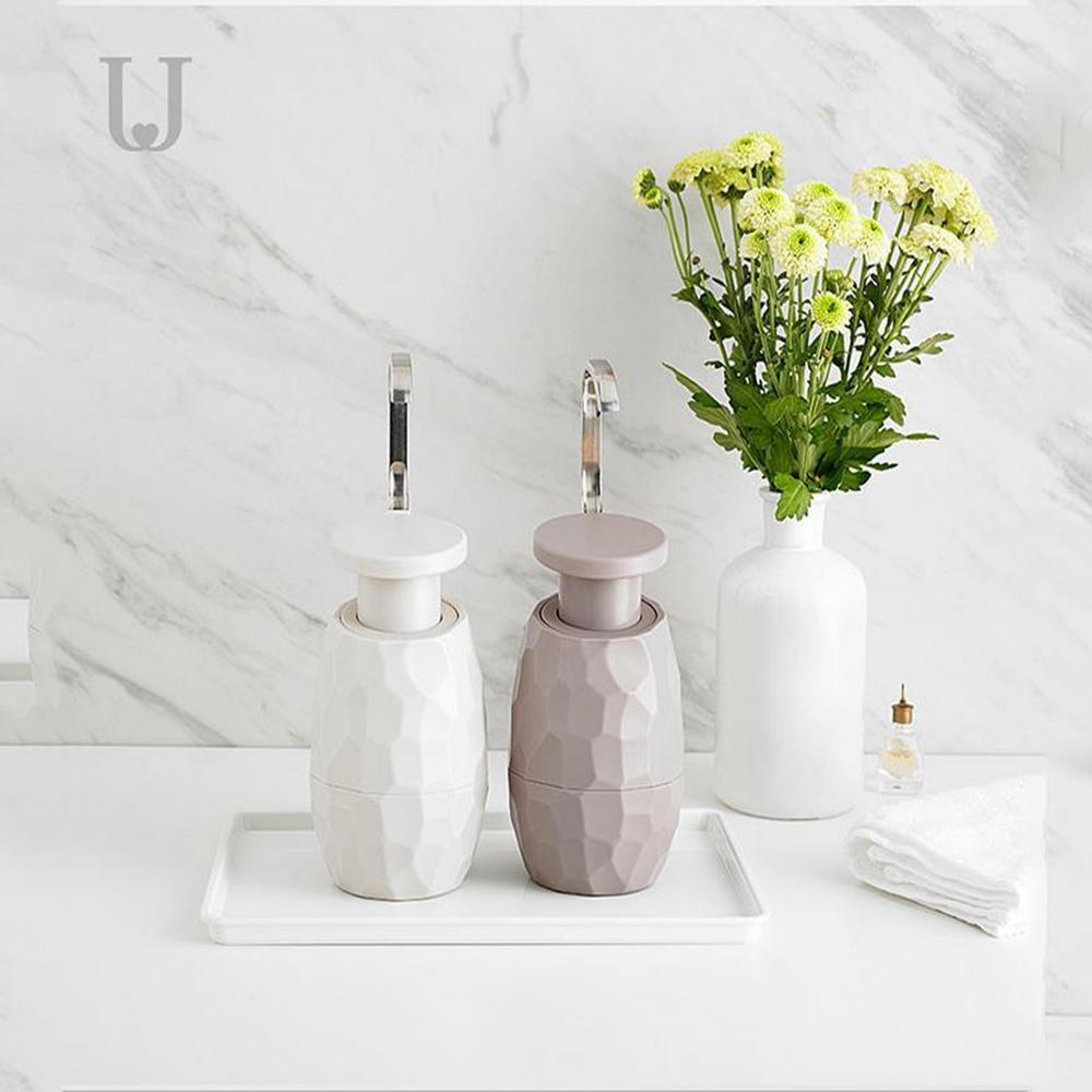 موزع صابون للوجه واليدين