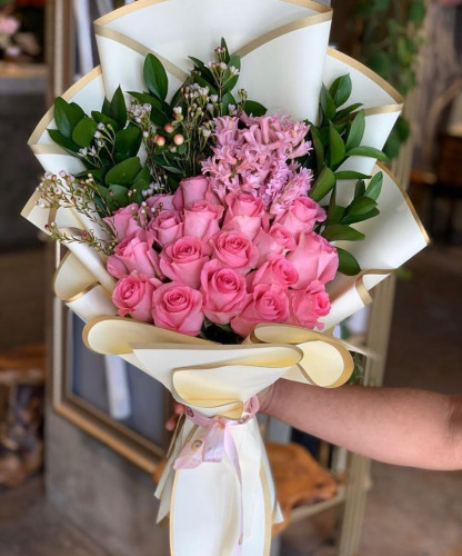 باقة ورد وردي هديه مميزه لجميع مناسباتك السعيدة معاني الورد