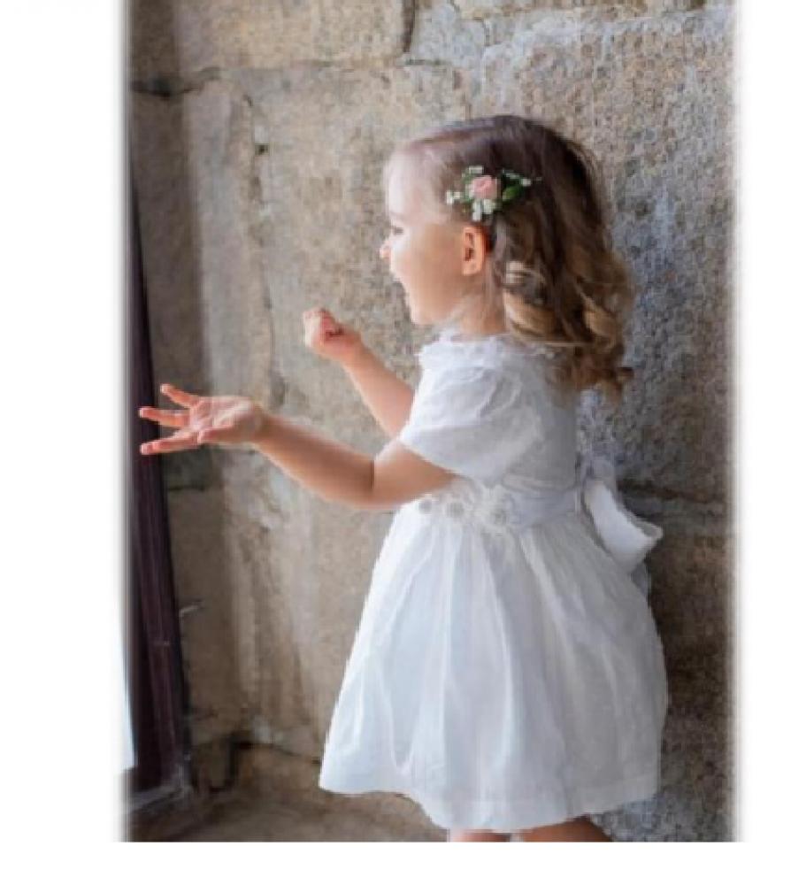 فستان انيق باللون الابيض من ماركة Piccola Speranza من دوها
