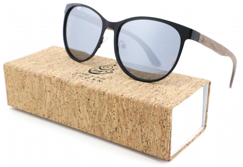 نظارة خشبية
