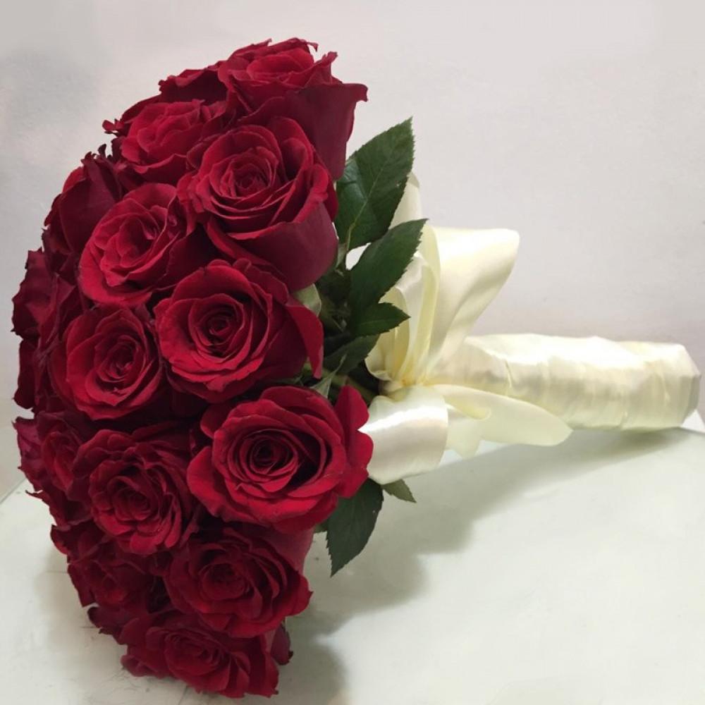 مسكة عروس باللون الأحمر