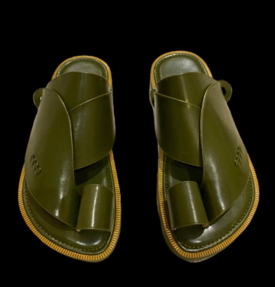 حذاء شرقي وطني