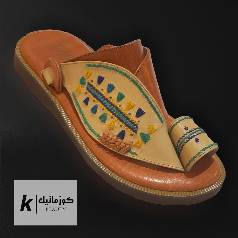 حذاء ايجل شرقي بيج مطرز