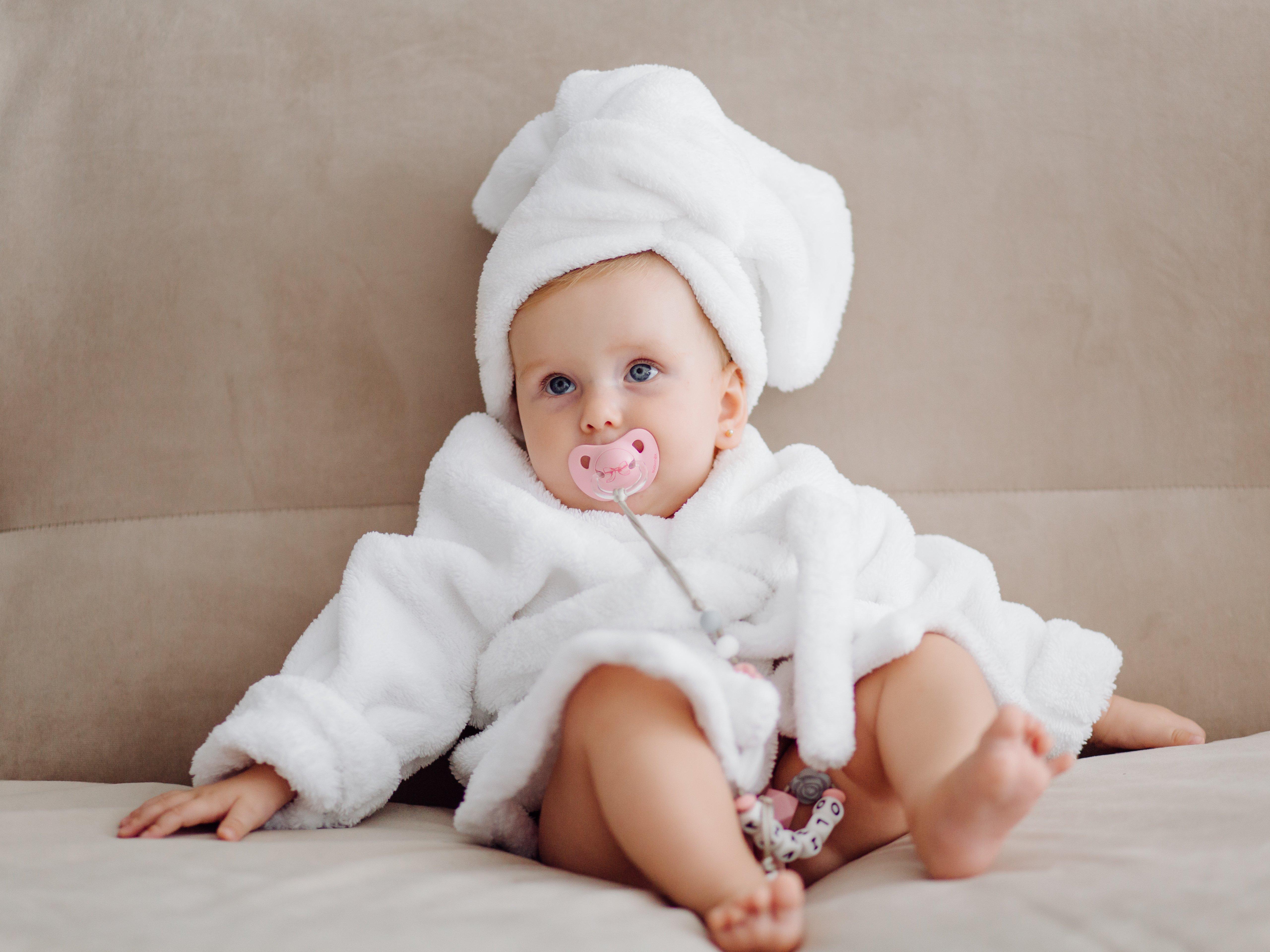 ملابس الرضع (من الولادة إلى سنتين)