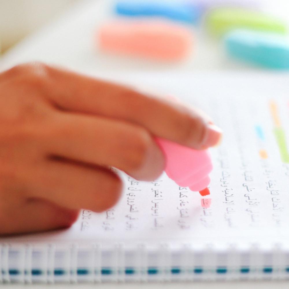 أقلام مدرسية هايلايتر أقلام تحديد أدوات مكتبية طريقة المذاكرة تلخيص