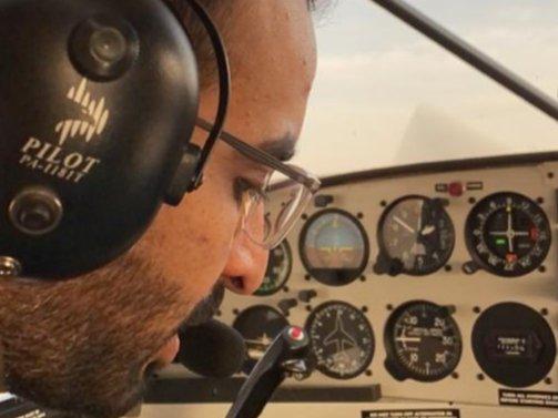 اشكر الكابتن اياد وعايض على جهودهم الرائعة في تقديم الدورات  وكل المساعدة لدراسة الطيران وفقكم الله، نايف الفهادي