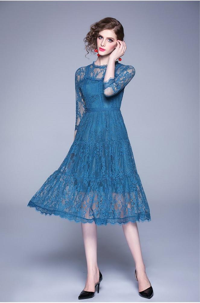 فستان دانتيل متوسط الطول