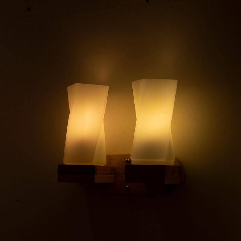 اباجورة حائط خشبية مجوز مع زجاج مثلج مائل - فانوس