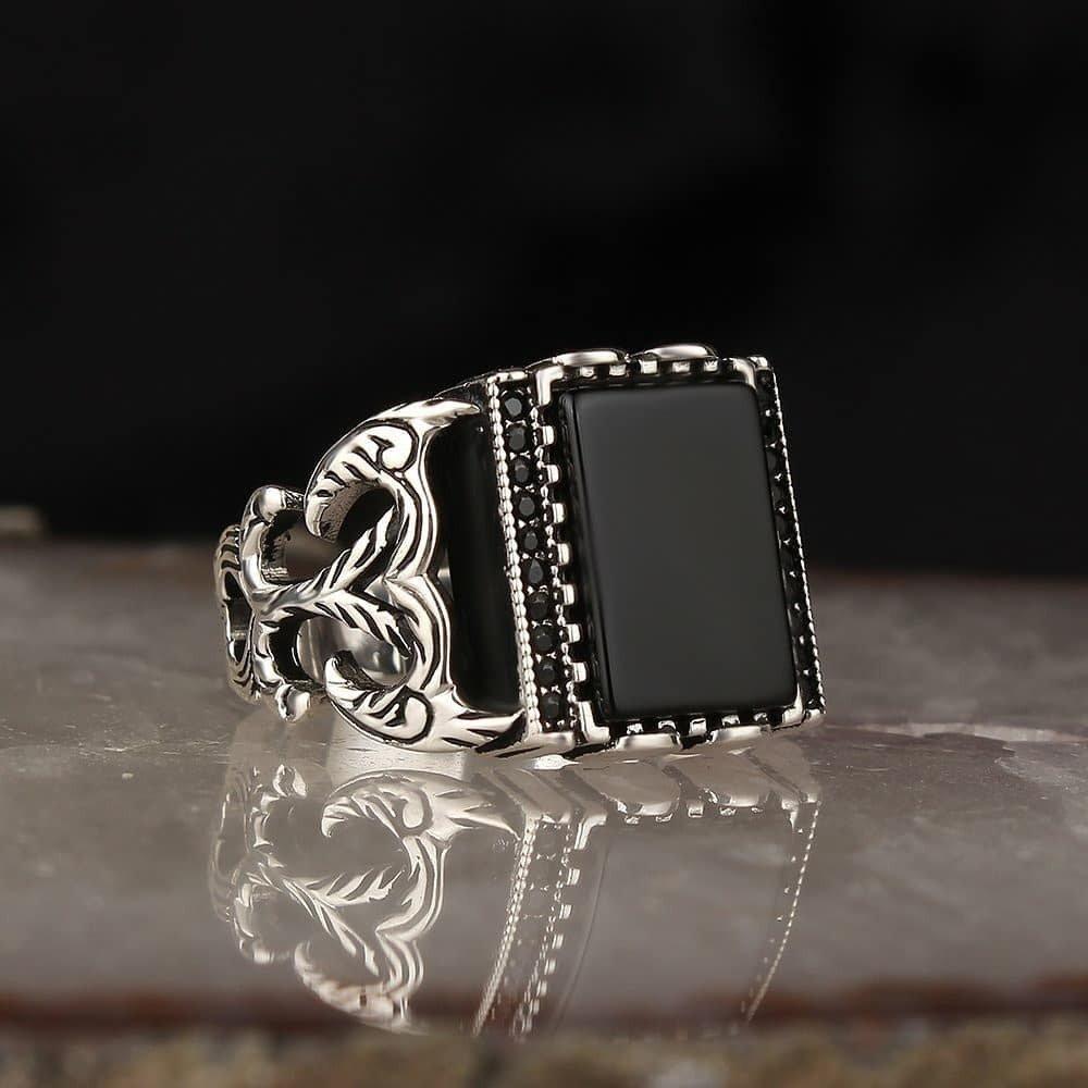 خاتم فخم بحجر عقيق وفصوص زركون أنيقة