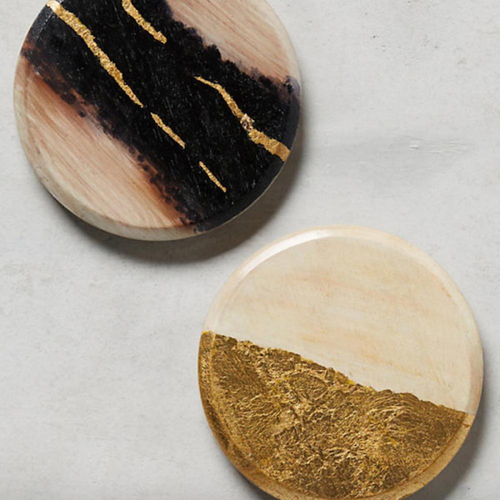 قاعدة أكواب من خشب المانجو الطبيعي المزينة بورق الذهب
